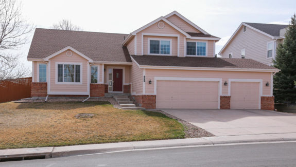 8812 Redwing Ave Littleton CO-large-001-18-Exterior Front-1500x1000-72dpi